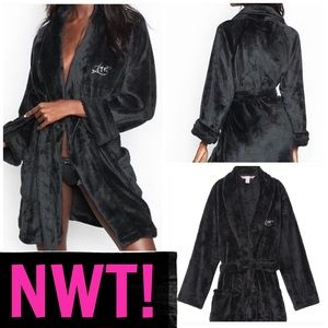 SALE💋NWT! VS COZY PLUSH ROBE 💋